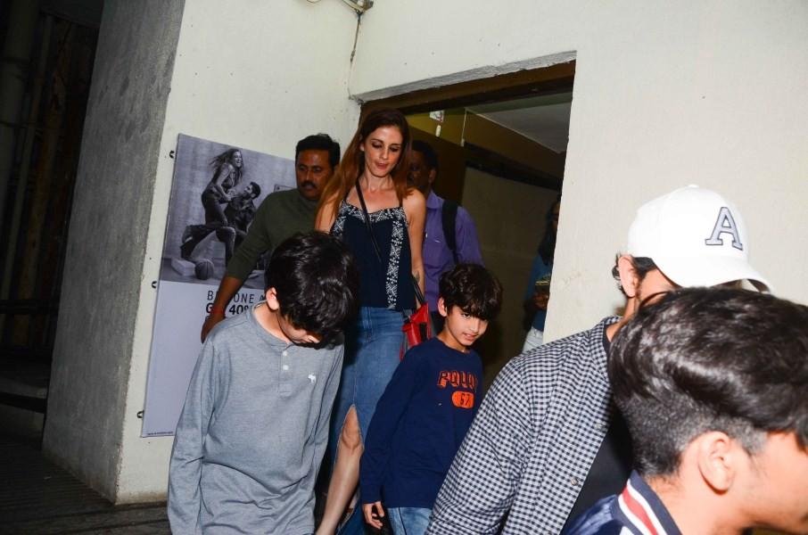 Hrithik Roshan and Sussanne Khan,Hrithik Roshan,Sussanne Khan,actor  Hrithik Roshan,Hrithik Roshan with Kids,Hrithik Roshan kids