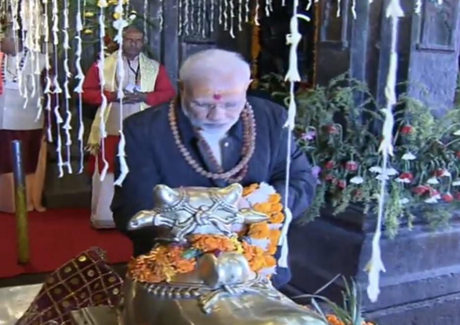 Narendra Modi,Narendra Modi at Kedarnath,Narendra Modi at Kedarnath temple,Modi offers prayers,Modi at Kedarnath shrine