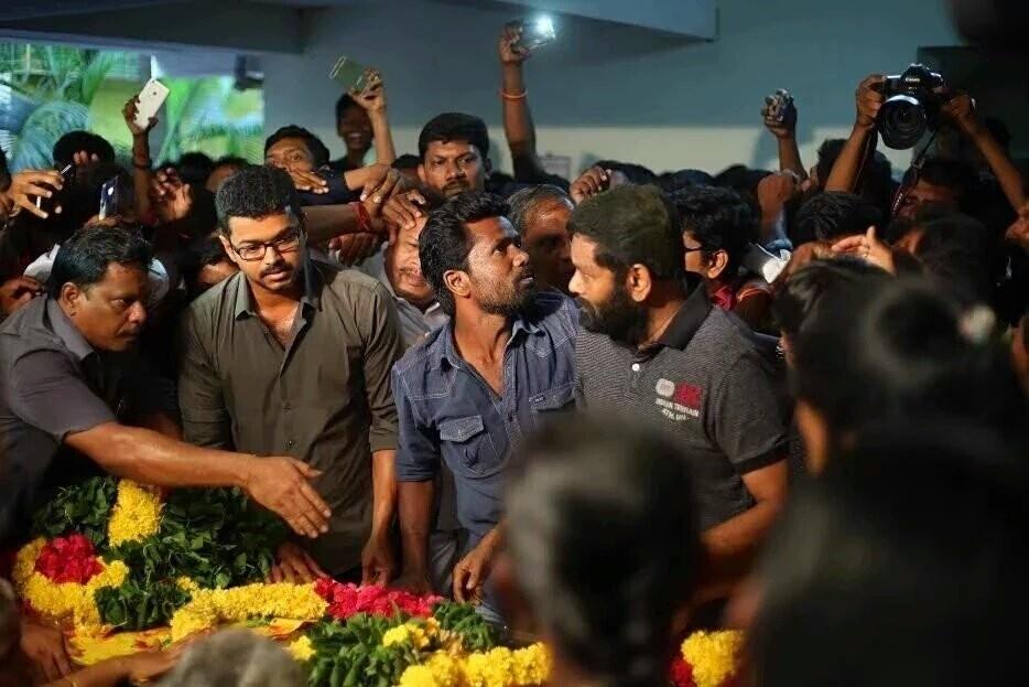 Na Muthukumar,Vijay,Sivakarthikeyan,Jayam Ravi,last respect to Na Muthukumar,Na Muthukumar death,Tamil lyricist Na Muthukumar,na muthukumar dies of jaundice,na muthukumar dead fans reaction,Na Muthukumar pics,Na Muthukumar images