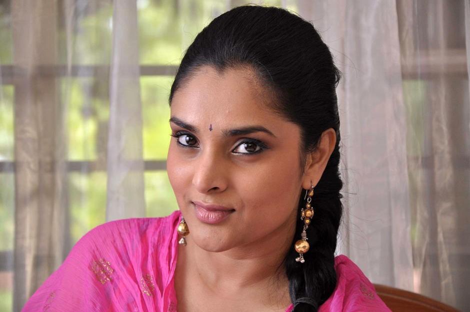 Ramya,Ramya Returns to Bangalore,Divya Spandana,Ramya in bangalore,actress Ramya,Ramya latest pics,Ramya latest images,Ramya latest photos,Ramya latest stills,Ramya pics,Ramya images,Divya Spandana pics,Divya Spandana images,Divya Spandana stills