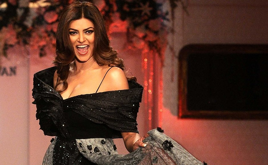 Sushmita Sen,Sushmita Sen rocked the Ramp,Sushmita Sen in Black dress,Sushmita Sen in Black dress at Mumbai Fashion Show,Sushmita Sen at Mumbai Fashion Show,Mumbai Fashion Show,Fashion Show,actress Sushmita Sen,Sushmita Sen latest pics,Sushmita Sen latest