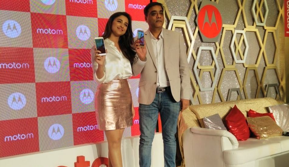 Parineeti Chopra,Motorola's Moto M Smart Phone,Moto M Smart Phone,Moto M,Moto M Smart Phone launch,Moto M Smart Phone pics,Moto M Smart Phone images,Moto M Smart Phone photos,Moto M Smart Phone stills,Moto M Smart Phone pictures
