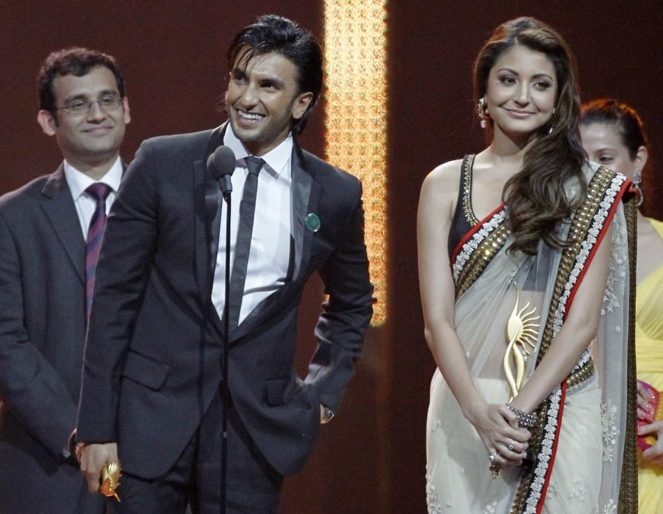 Ranveer Singh (L) and Anushka Sharma