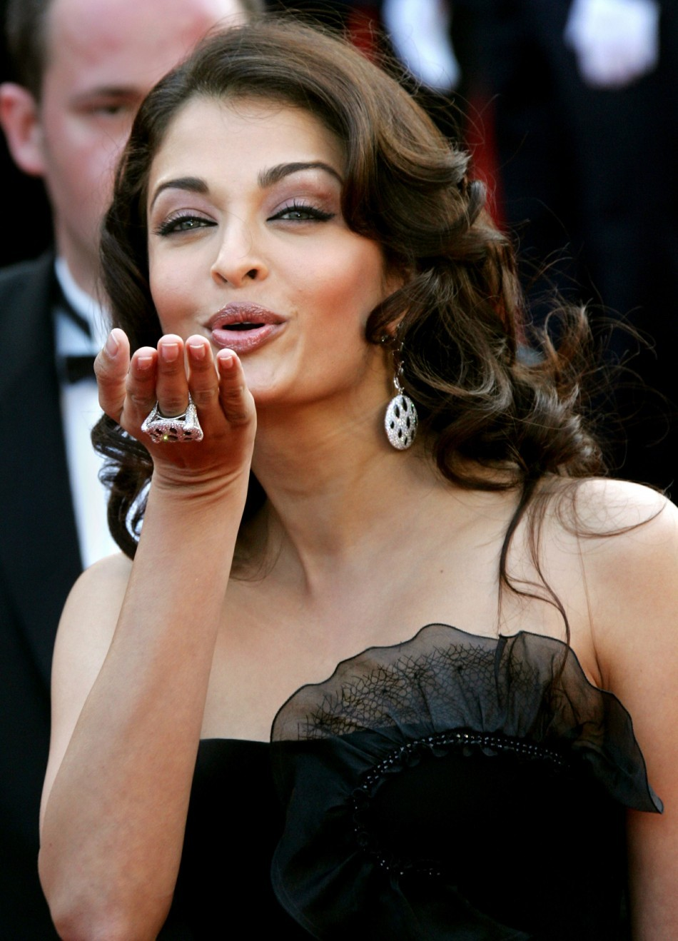 Indian actress Aishwarya Rai blows a kiss as she attend the world premiere of