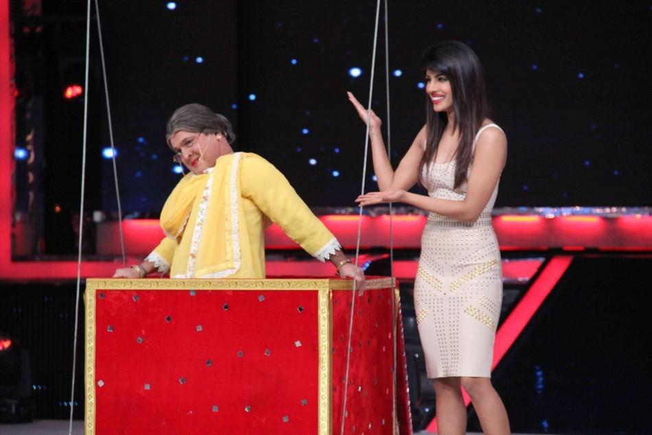 Priyanka Chopra has a gala time with alis Asgar dressed as woman (photo Varinder Chawla)
