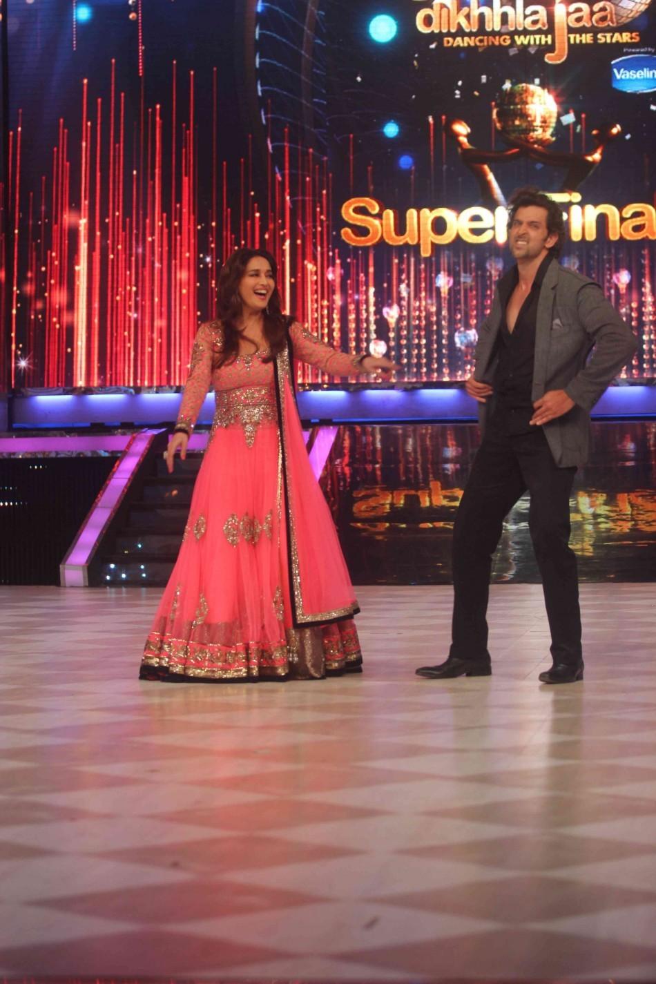 Madhuri and Hrithik matches steps on the dance floor (photo Varinder Chawla)