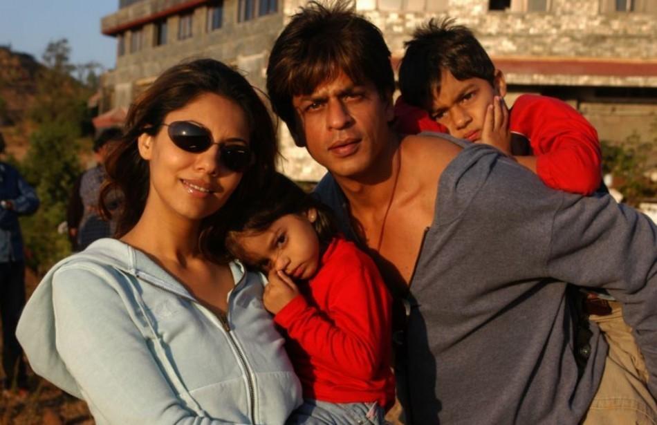Shah Rukh Khan with wife Gauri, daughter Suhana and son Aryan