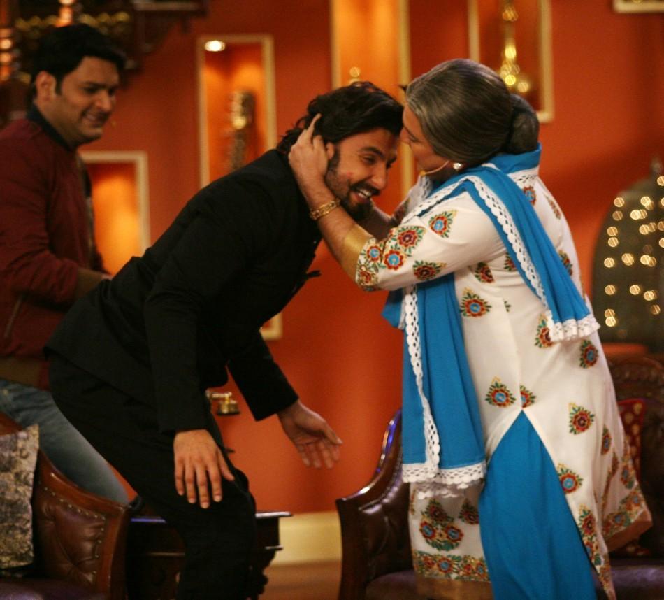 Dadi kisses Ranveer Singh