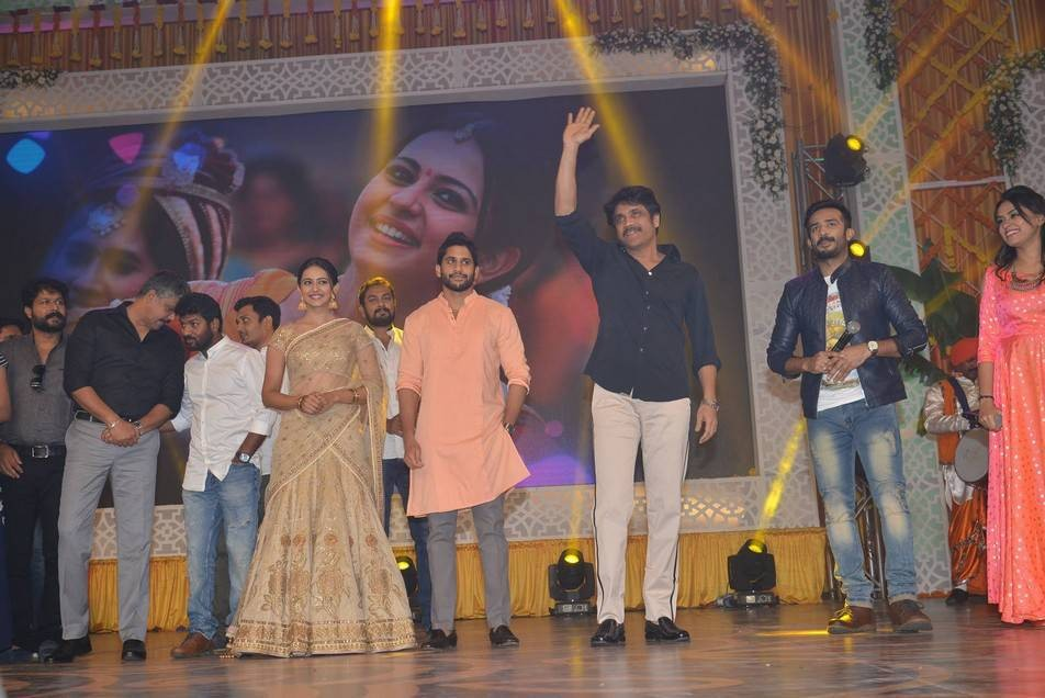 Naga Chaitanya,Rakul Preet Singh,Akkineni Nagarjuna,Rarandoi Veduka Chuddam,Rarandoi Veduka Chuddam audio launch,Rarandoi Veduka Chuddam audio launch pics,Rarandoi Veduka Chuddam audio launch images,Rarandoi Veduka Chuddam audio launch stills,Rarandoi Ved