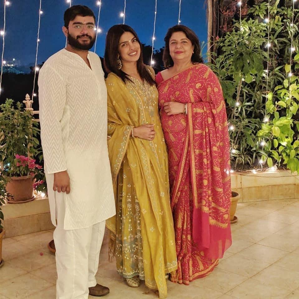 Priyanka Chopra,Priyanka Chopra Diwali celebration,Priyanka Chopra Diwali celebration pics,Priyanka Chopra Diwali celebration images,Priyanka Chopra Diwali celebration stills,Priyanka Chopra Diwali celebration pictures,Priyanka Chopra Diwali celebration p