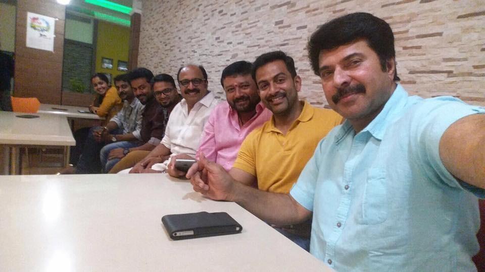 Iftaar party,malayalam celebs,ramadan 2015,mammootty,Prithviraj,jayasurya,Siddhique