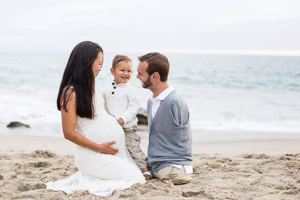 Nick Vujicic,Nick Vujicic new photos,Nick Vujicic wife pre-delivery shoot,pre-delivery photo shoot,pre-delivery photos