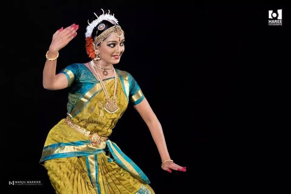 Manju warrier,manju warrier photos,manju warrier dance photos,manju warrier dance,manju warrier films,Ennum Eppozhum