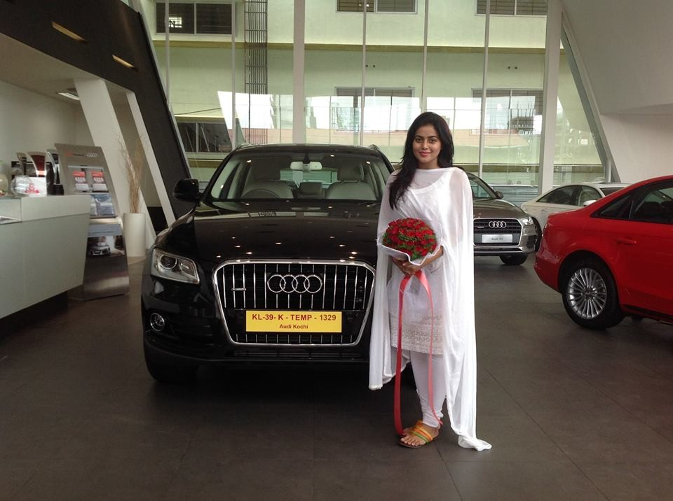 Shamna Kasim,shamna Kasim buys audi q5,audi q5,celebs with audi q5,celebrities and their cars,Shamna Kasim films