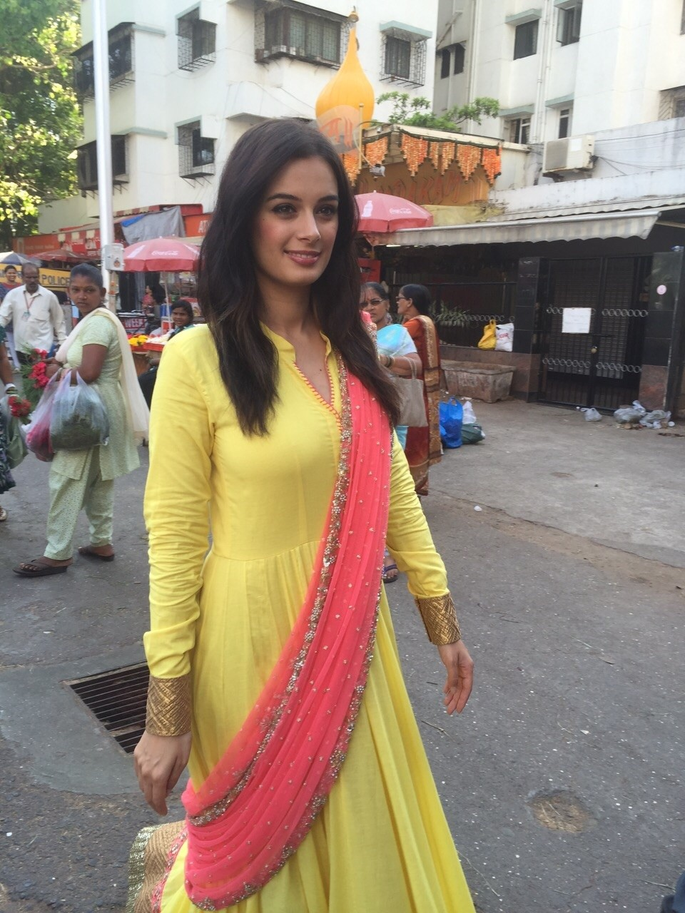 Evelyn Sharma  at Siddhivinayak Temple