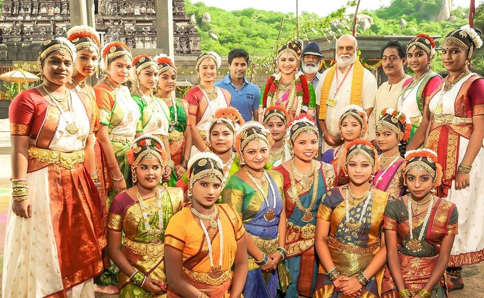 Anushka Shetty,Anushka Shetty dance,Om Namo Venkatesaya,Om Namo Venkatesaya on the sets,Vinayaka Chaturthi,Anushka Shetty pics,Anushka Shetty images,Anushka Shetty photos,Anushka Shetty stills,Anushka Shetty pictures