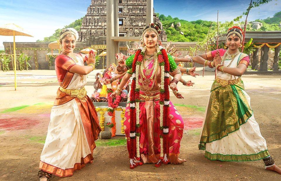 Anushka Shetty,Anushka Shetty dance,Om Namo Venkatesaya,Om Namo Venkatesaya on the sets,Vinayaka Chaturthi,Anushka Shetty pics,Anushka Shetty images,Anushka Shetty photos,Anushka Shetty stills,Anushka Shetty pictures