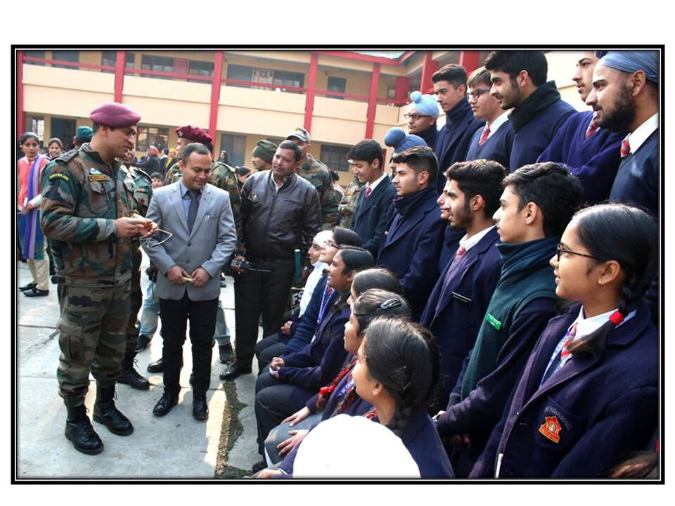 Mahendra Singh Dhoni,MS Dhoni,Dhoni visits Army Public School,MS Dhoni visits Army Public School,Dhoni,Cool Dhoni