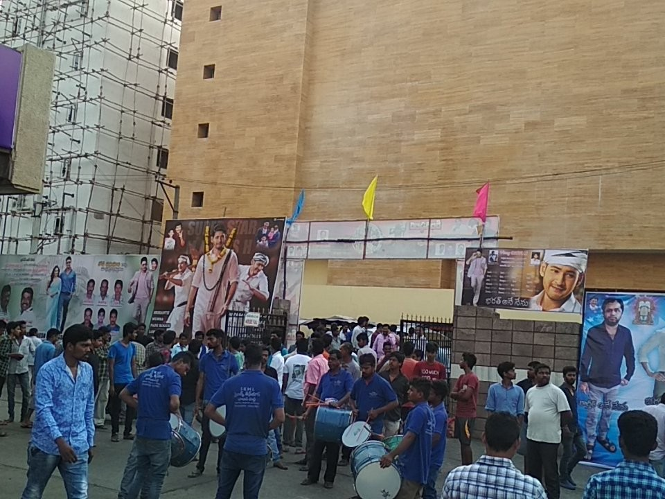 Mahesh Babu,actor Mahesh Babu,Bharat Ane Nenu,Bharat Ane Nenu release,Bharat Ane Nenu box office collection,Mahesh Babu fans,Bharat Ane Nenu mania,Bharat Ane Nenu celebration