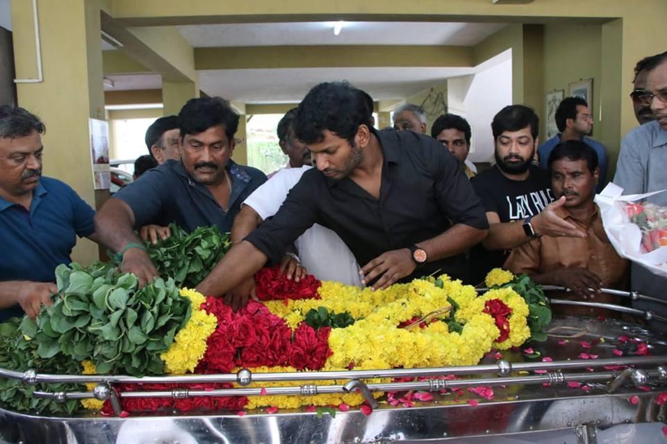 Kamal Hassan,Vishal,Sivakumar,Veteran director Muktha Srinivasan,Muktha Srinivasan,Muktha Srinivasan passed away,Muktha Srinivasan died,Muktha Srinivasan death,Muktha Srinivasan funeral