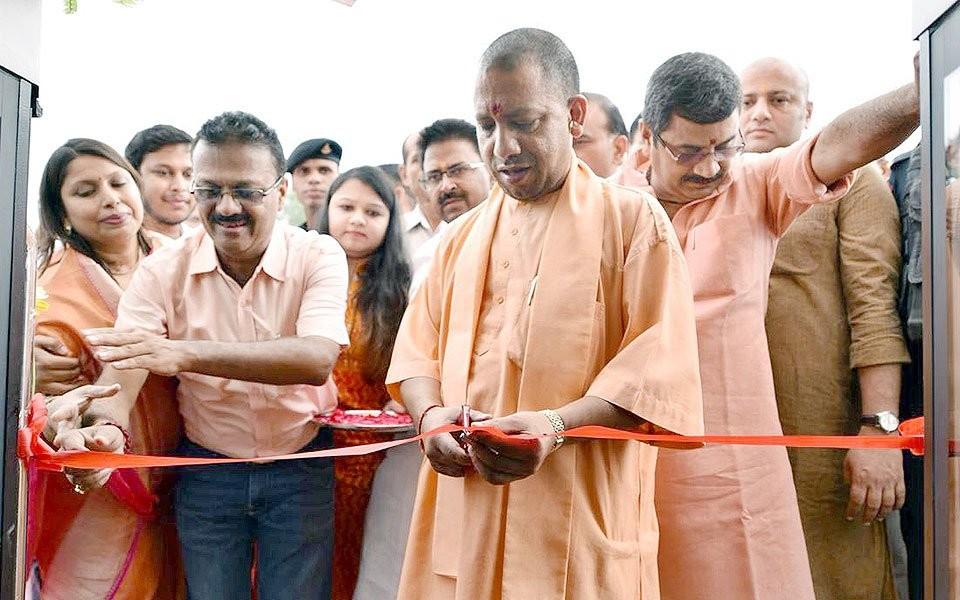 Yogi Adityanath,Yogi Adityanath inaugurates luxurious cruise,CM Yogi Adityanath,Chief Minister Yogi Adityanath,Alaknanda,Khidkiya Ghat