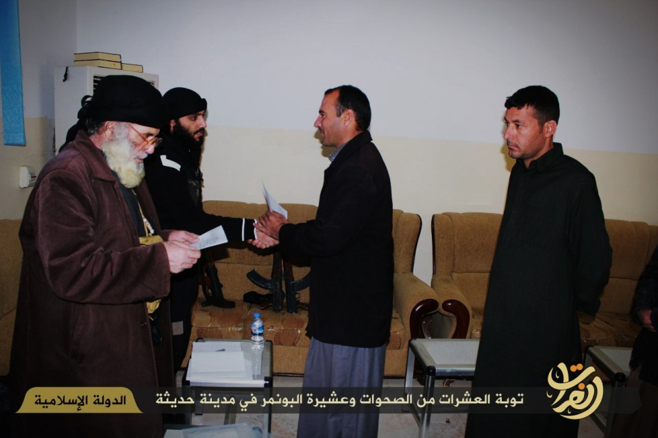 ISIS photo report shows Albu Nimr tribe members repenting and swearing loyalty to Islamic State and Baghdadi.