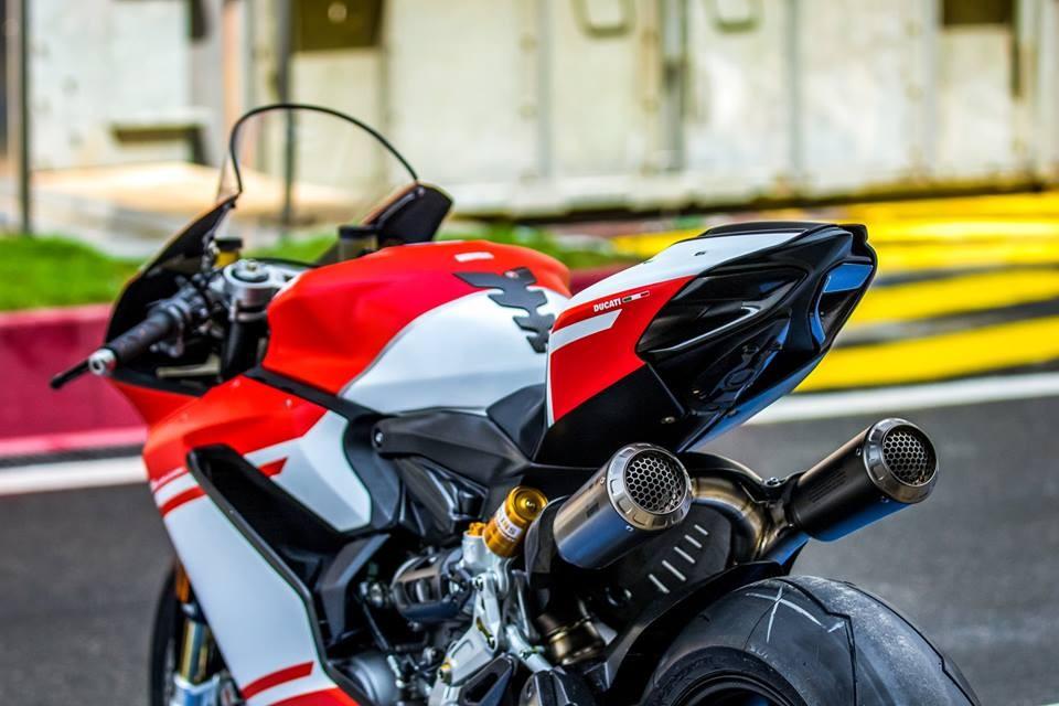 1 12 Crore Ducati 1299 Superleggera Finds Its First And