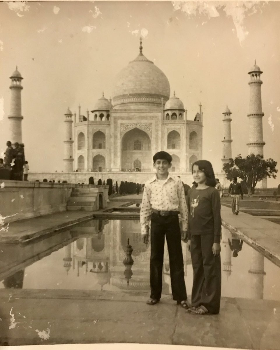 Madhuri Dixit,actress Madhuri Dixit,Madhuri Dixit visits Taj Mahal,Madhuri Dixit at Taj Mahal,Madhuri Dixit with family