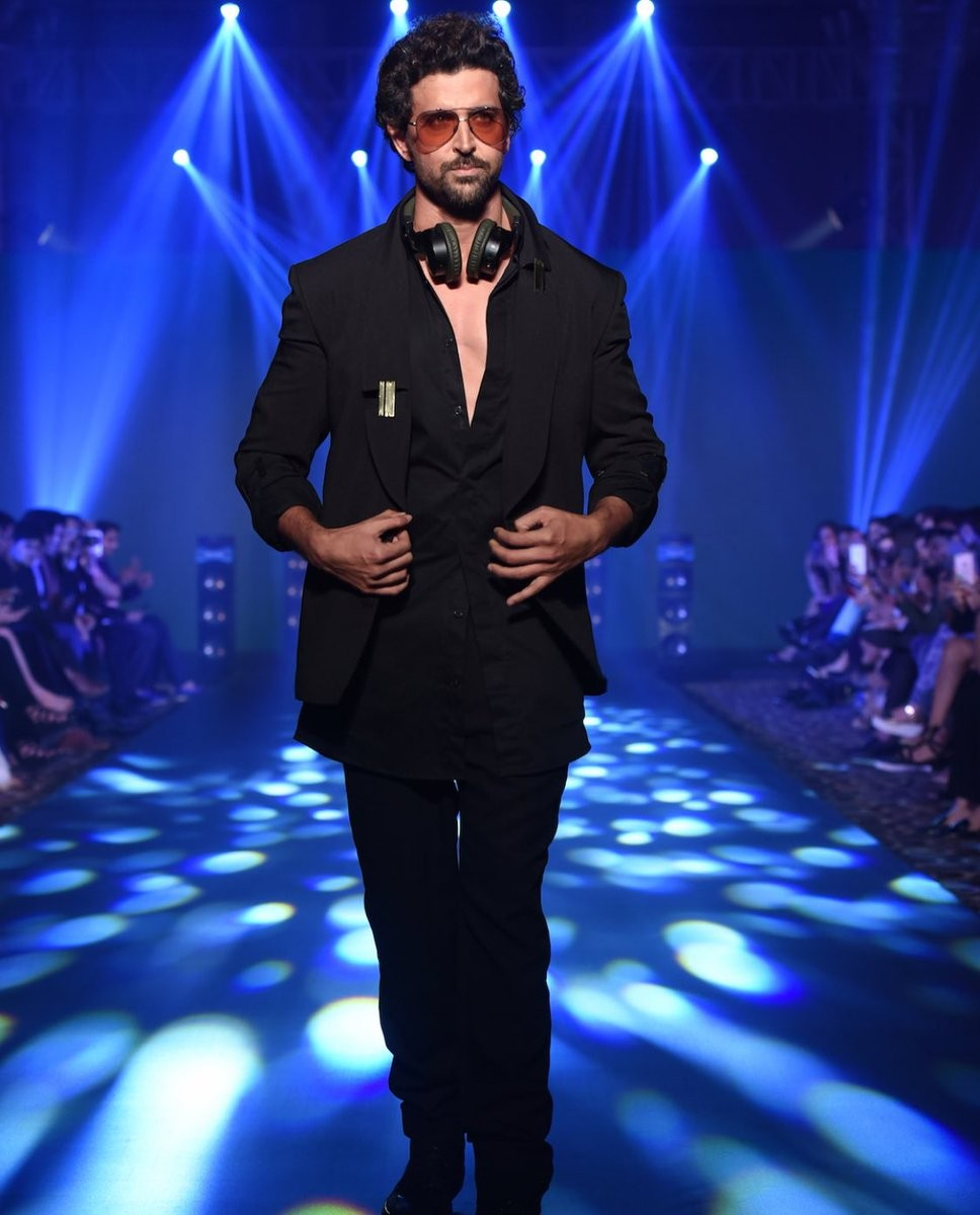 Hrithik Roshan,actor Hrithik Roshan,Hrithik Roshan walks the ramp,Nikhil Thampi,designer Nikhil Thampi,Tech Fashion Tour