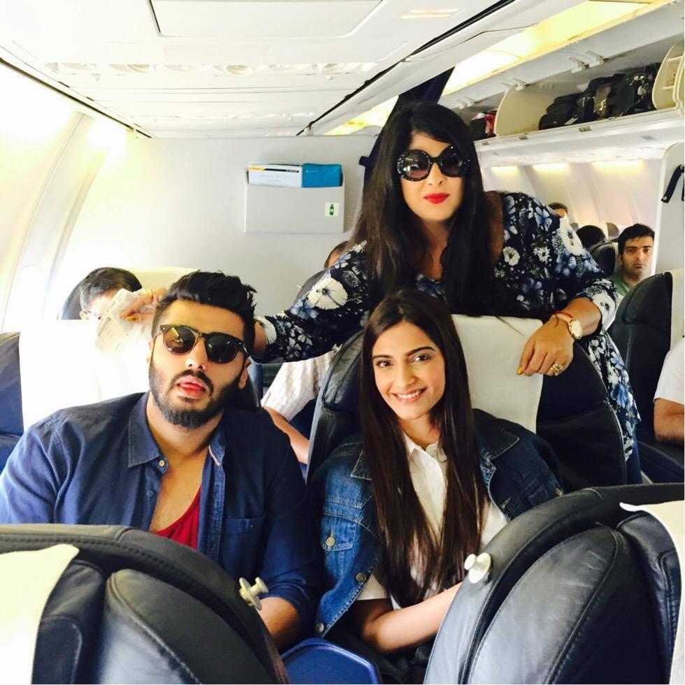 Sonam kapoor,arjun kapoor,spotted,kareena kapoor khan,India TV Yuva Awards 2015,India TV,Yuva Awards 2015,celebs spotted