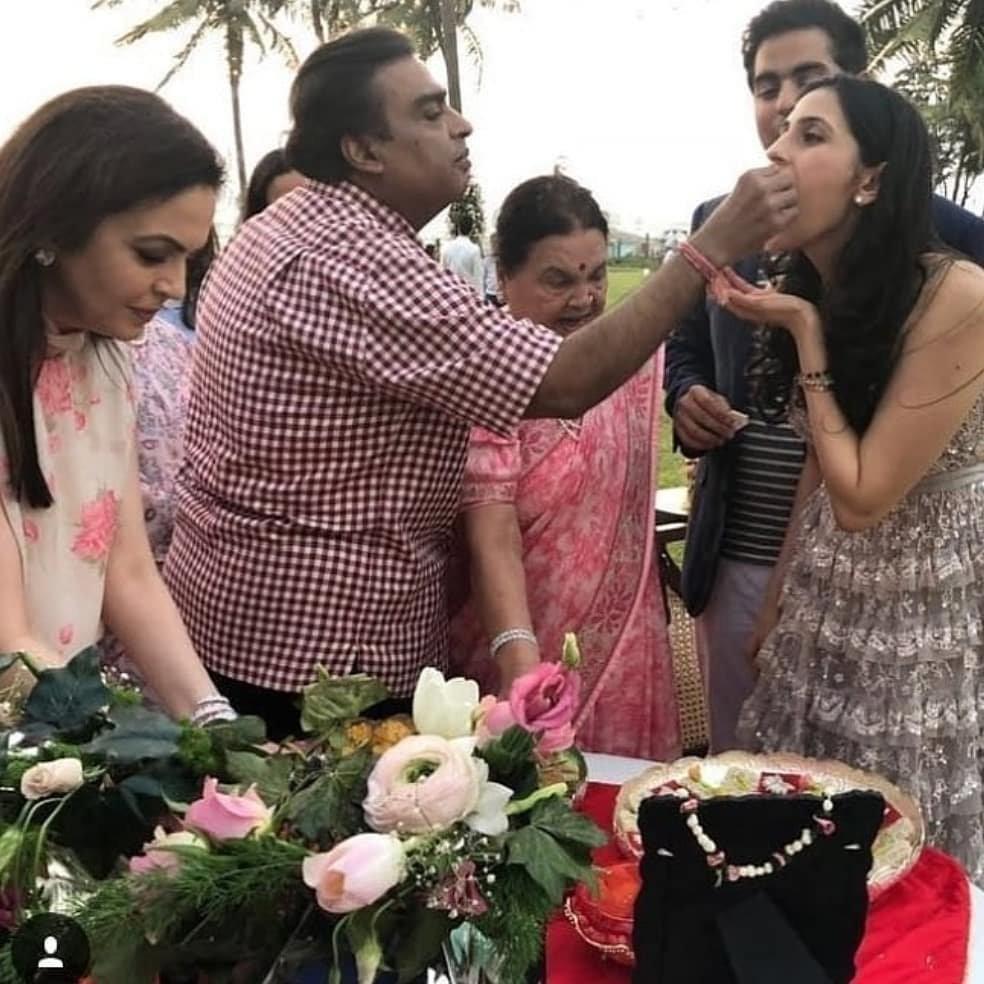 Akash Ambalni,Shloka Mehta,Reliance,Makesh Ambani,Akash Ambani and Shloka Mehta,Akash Ambani and Shloka Mehta wedding,Akash Ambani wedding,Akash Ambani marriage,Akash Ambani engagement
