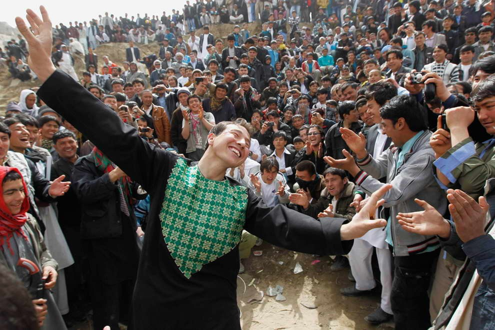 Afghans gather to celebrate Afghan New Year (Nowruz) in Kabul, March 20, 2012.