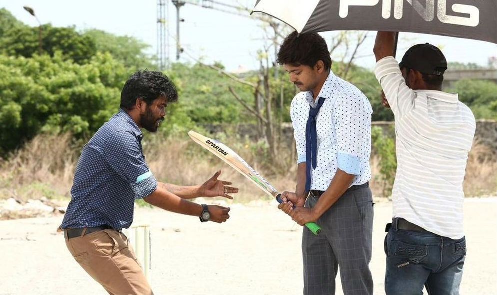 Bhairavaa movie Working Stills,Bairavaa tamil movie leaked pics,bhairava vijay stills on the sets,Vijay,Keerthy Suresh,Sathish,Rajendran,Jagapathi Babu,Daniel Balaji,Bairavaa working pics,Bairavaa working images,Bairavaa working photos,Bairavaa working pi