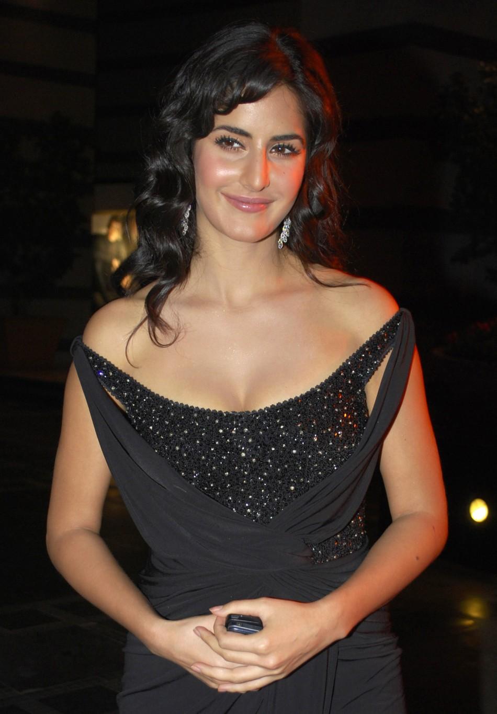 Katrina Kaif To Sport Dusky Look In Hrithik Roshan Starrer -7917