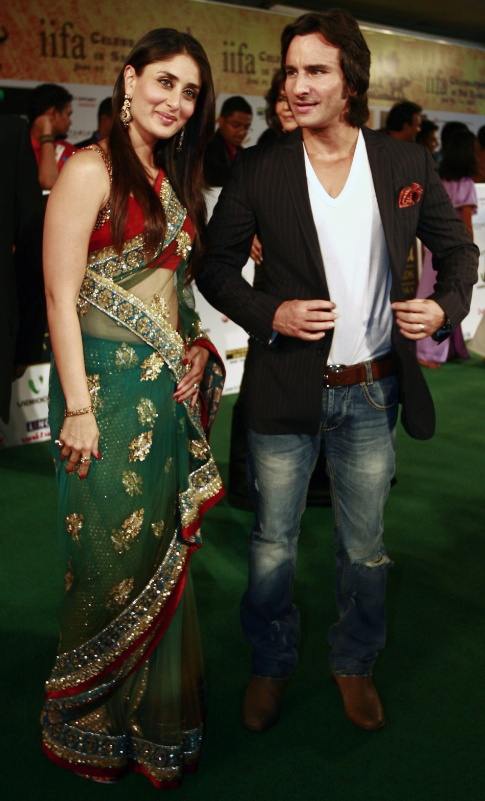 Saif-Kareena Wedding: Bebo to wear Sharmila Tagore\'s Bridal Sharara ...