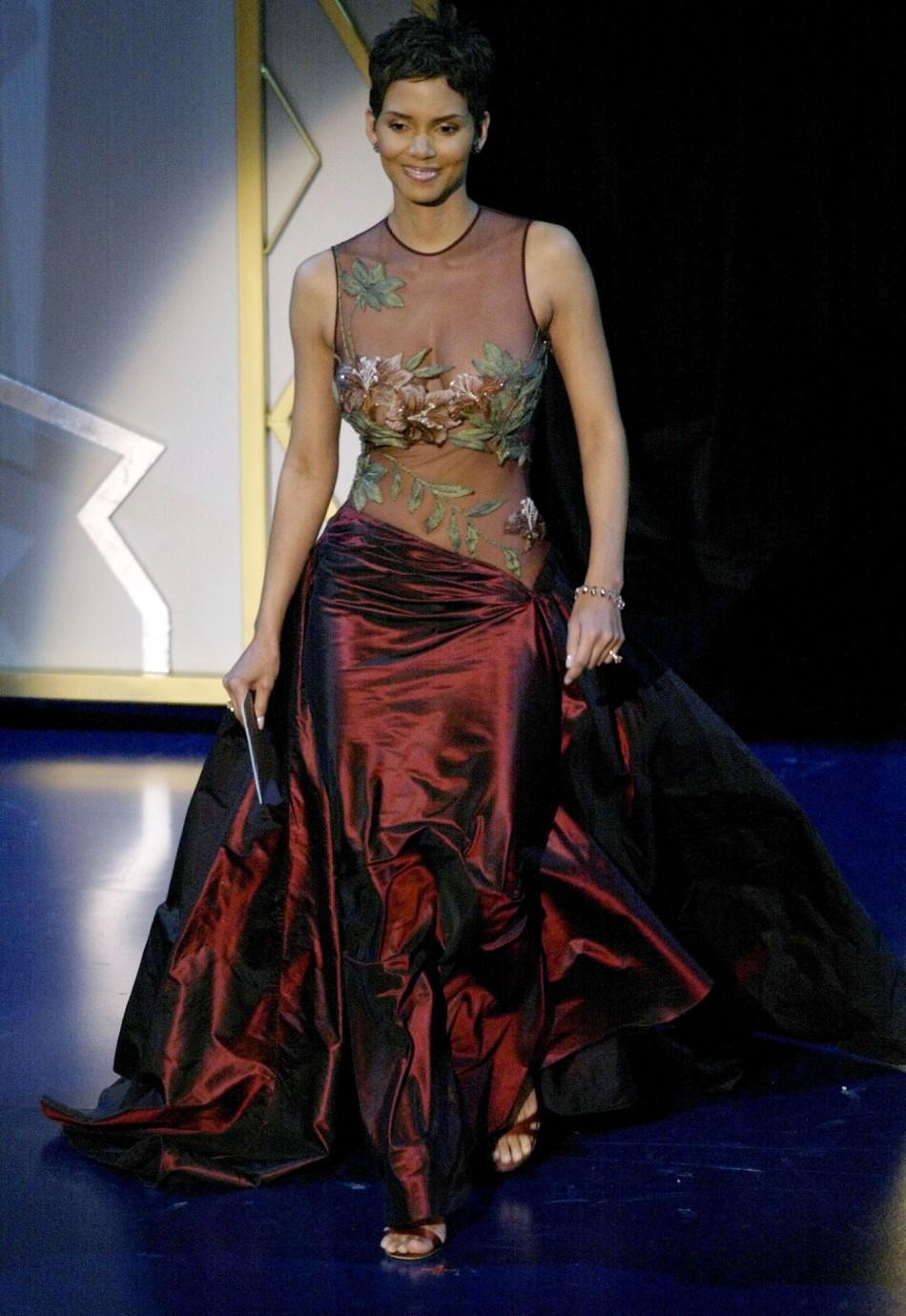 Oscars 2013 10 Best Dressed Celebrities At Red Carpet