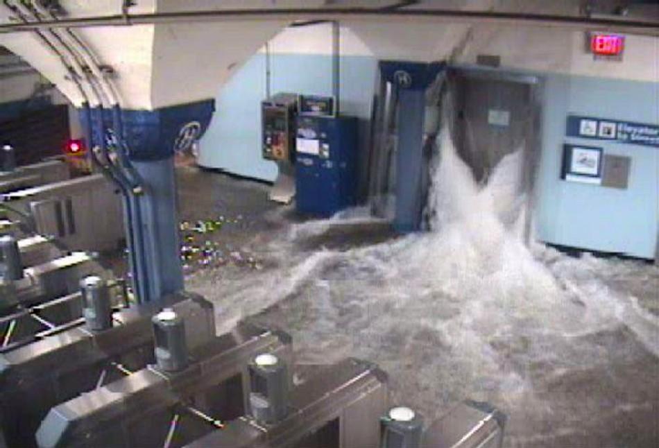 Pictures of Hurricane Sandy Wreaking Havoc; Death Toll ...