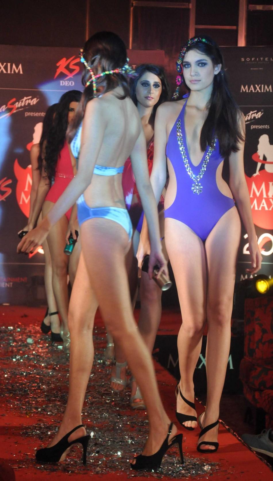 Hot mumbai girls in india call amber 09892814457 - 5 10