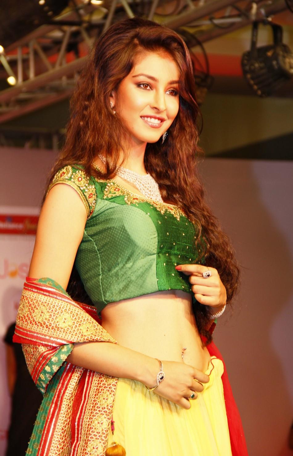 Pawan Kalyan To Romance Miss India World 2013 Navneet Kaur