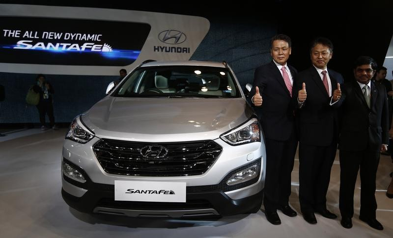 Auto Expo 2016 Launches Updates News Images: Auto Expo 2014: Hyundai Launches 3rd Generation Santa Fe