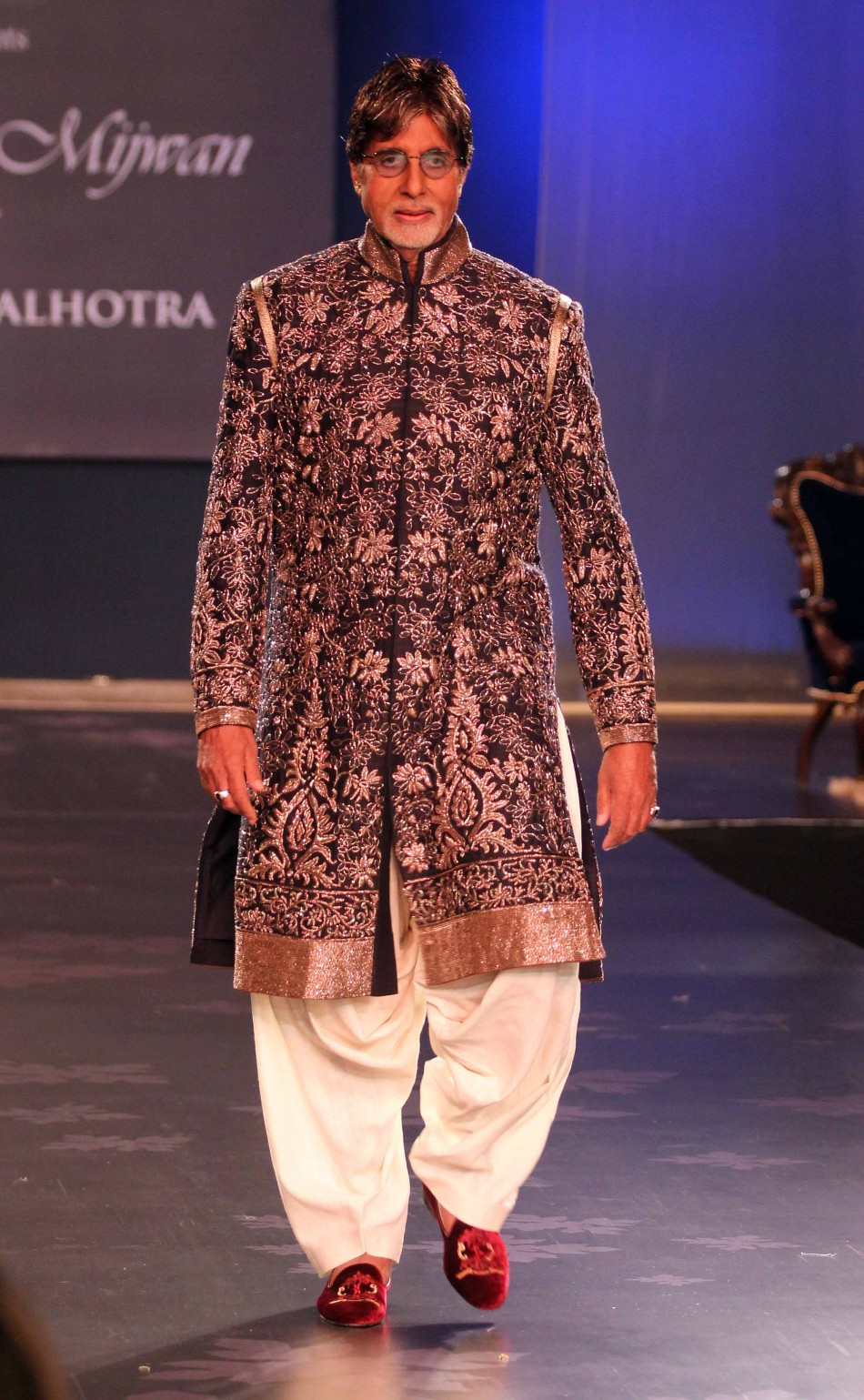 bollywood alisters walk the ramp manish malhotras