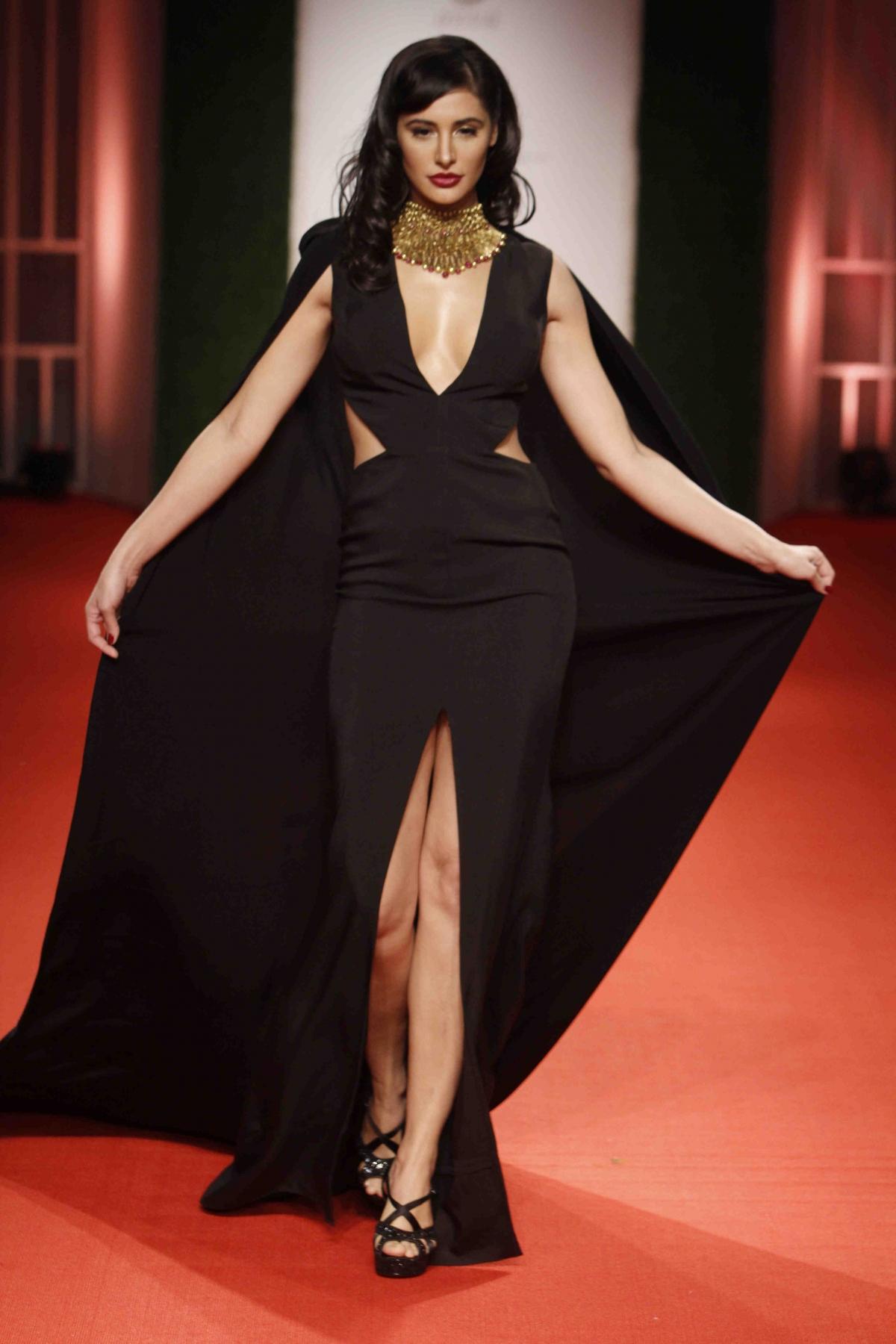 India Bridal Fashion Week Nargis Fakhri Suffers Wardrobe -3338