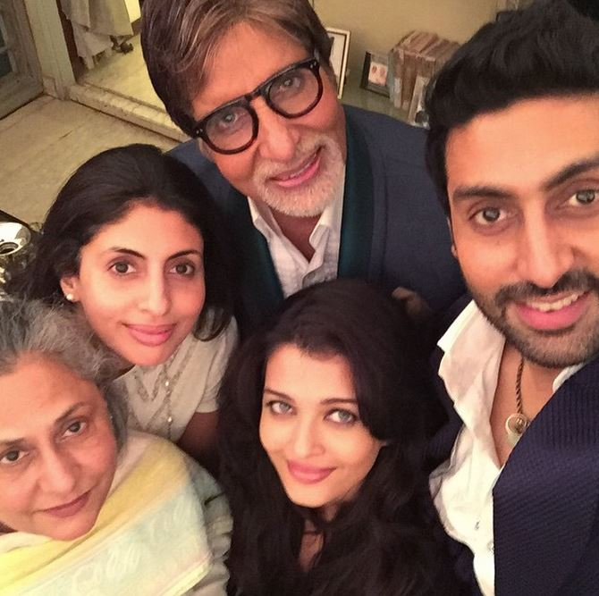 Aishwarya Rai, Abhishek, Jaya And Shweta Click Selfies