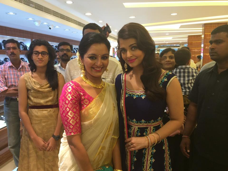 Aishwarya Rai Bachchan Prabhu Manju Warrier Inaugurate Jewellery Showrooms In Kerala Photos