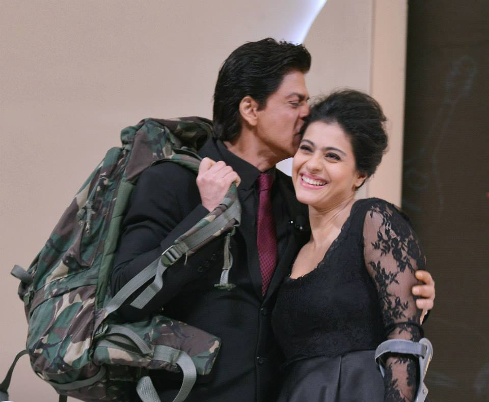 Shah Rukh Khan Rides Bicycle, Kajol Busy Discussing Scenes -1124