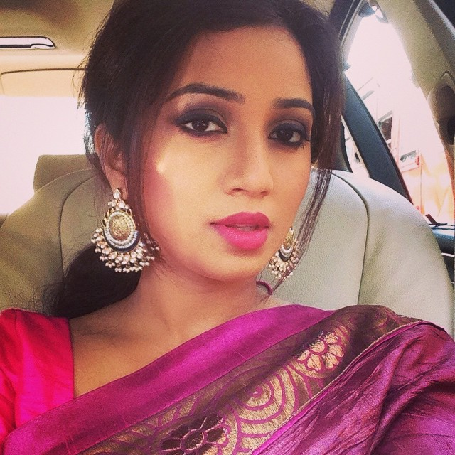 Indian singer shreya ghoshal showing hot boobs on a tv show 7