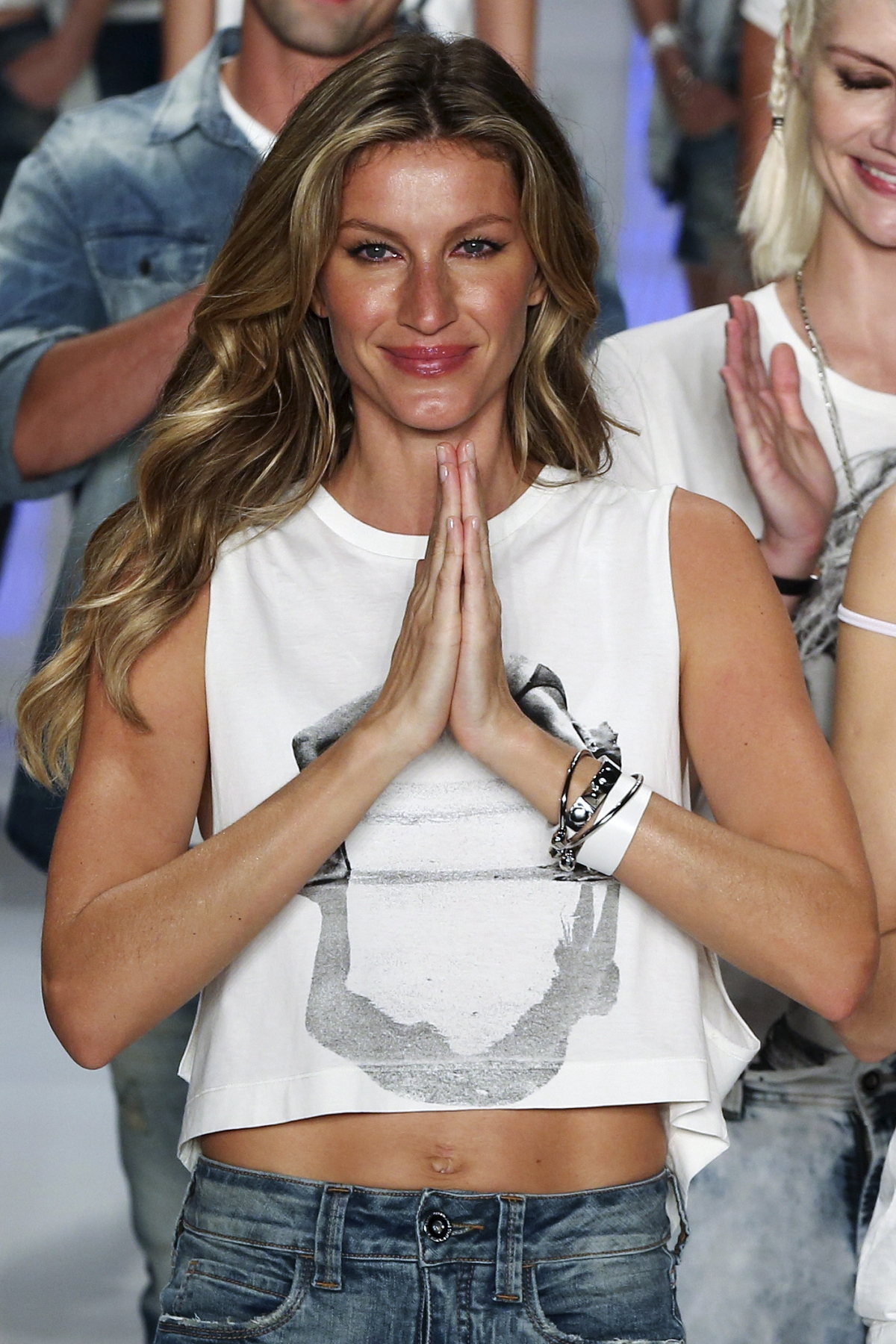 Supermodel Gisele Bundchen Ends 20-Year-Long Runway Career -7703