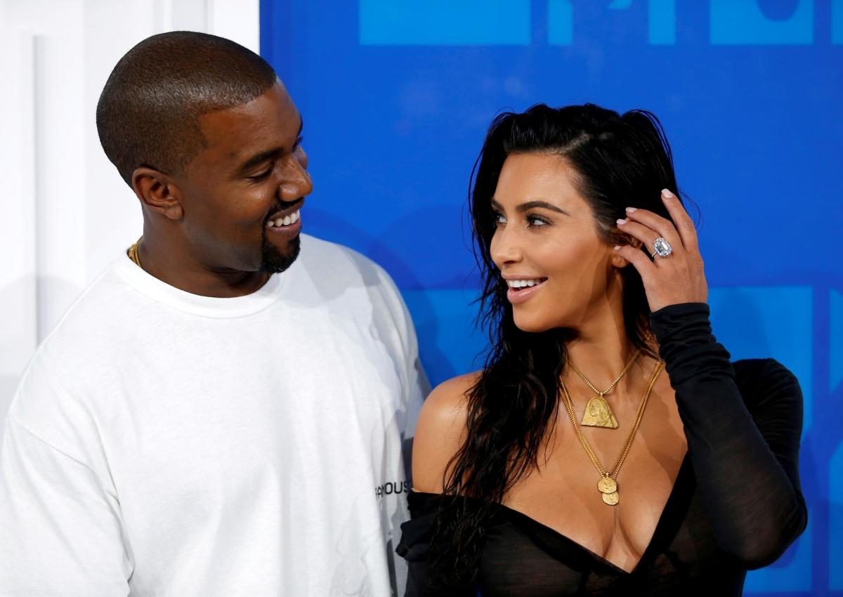 When did kim kardashian and kanye west start hookup