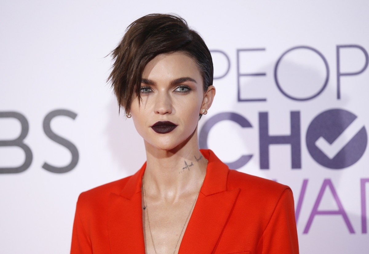 Ruby Rose Celebrity Hair Changes Really: Ruby Rose Shares A Lip-lock With Topless Girlfriend