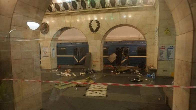 Footage shows people escaping train carriage minutes after St Petersburg blast